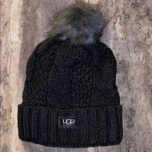Cable stitch hat with Pom Pom's